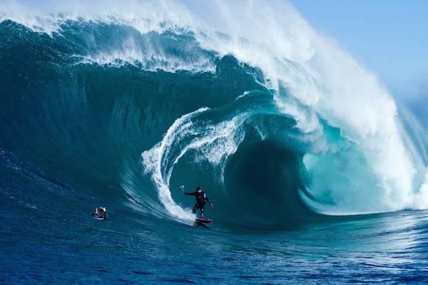 storm_surfers_04